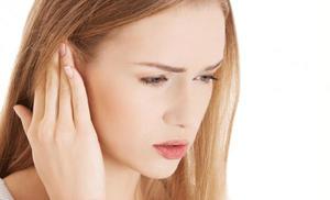 К чему чешется левая мочка уха