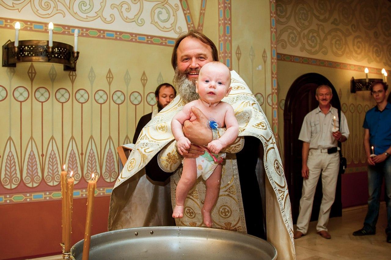 У постоянных прихожан, регулярно посещающих церковь, вопрос, где крестить ребенка не стоит.